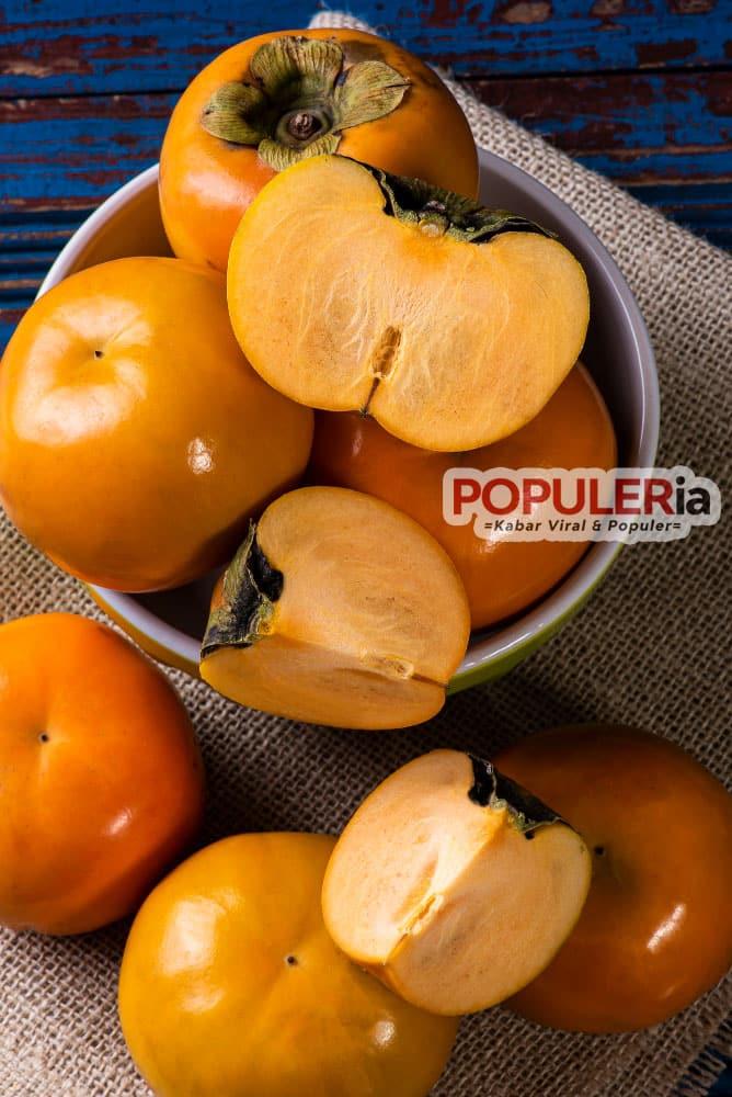 kesemek atau persimmon segar dan enak